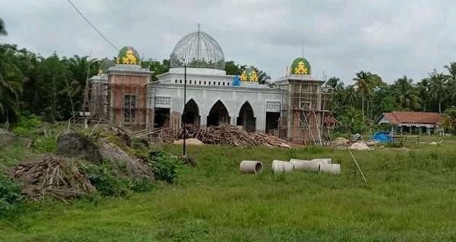 Pebangunan Islamic Center Mini di Kecamatan Rimbo Ilir dipastikan tak selesai sesuai dengan waktu yang ditetapkan.