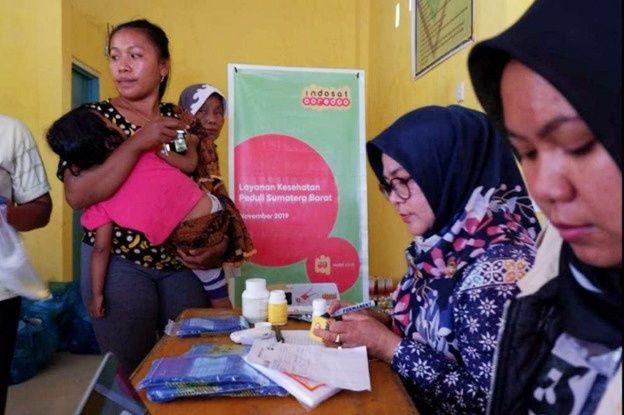 Indosat Ooredoo melalui program tanggung jawab sosial perusahaan (CSR) pilar community development mengoperasikan Mobil Klinik untuk memberikan layanan kesehatan gratis.