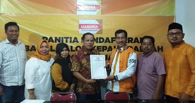 Jumat (6/12), Fachrori Umar yang diwakili oleh Tim Keluarga dikomandoi Miftahul Iklas disambut langsung oleh Ketua Tim Penjaringan DPD Partai Hanura Provinsi Jambi Budimansyah.