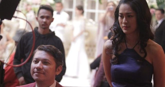 Salah satu adegan syuting saat scene Gading Marten bersama Prisia Nasution di film Temen Kondangan.