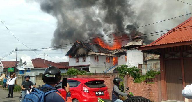 Kebakatan di Kelurahan Thehok, Kecamatan Jambi Selatan, terbakar sekitar pukul 09.00 Senin pagi ini (9/12).