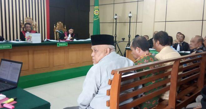 Eka Marlina dalam kesaksiannya Mengatakan jika dia tidak menerima uang ketok palu yang diantarkan kerumahnya, serta uang yang di berikan oleh terdakwa Zainal Abidin waktu berada di Bogor.