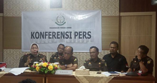 Konferensi Pers,  Kejati Jambi,  Tentang Kasus Komplek  Perkantoran  Bukit Tengah di Kerinci, Kamis (12/12).