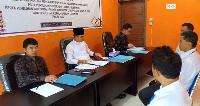 Tes tertulis dengan metode Computer Assisted Test (CAT) di Kantor Sekretariat Badan Pengawas Pemilihan Umum (Bawaslu) Kabupaten Batanghari.Jumat (13/12).