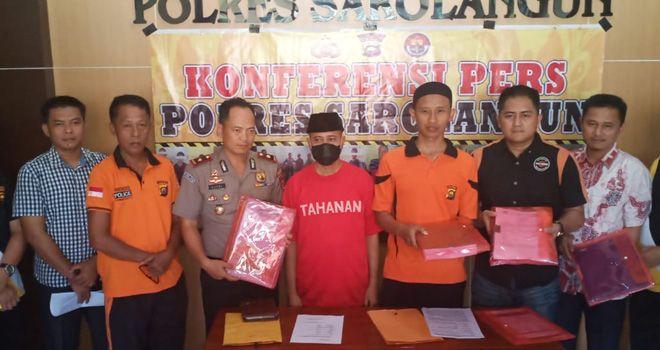 Kapolres Sarolangun, AKBP Deni Heryanto saat melakukan jumpa pers, jumat (13/12).