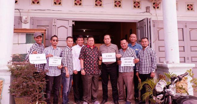 Tim yang diketuai oleh mantan anggota DPRD Bungo M. Hendri M Nur ini datang bersama Ahmad Fauzan, Halilintar, H Ibrahim, Faizal, Fahrori Bute dan beberapa orang lainnya.