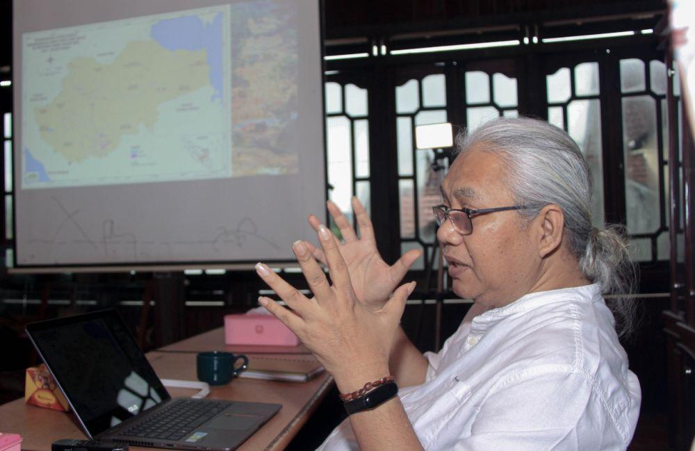 Direktur Komunitas Konservasi Indonesia Warsi, Rudi Syaf.