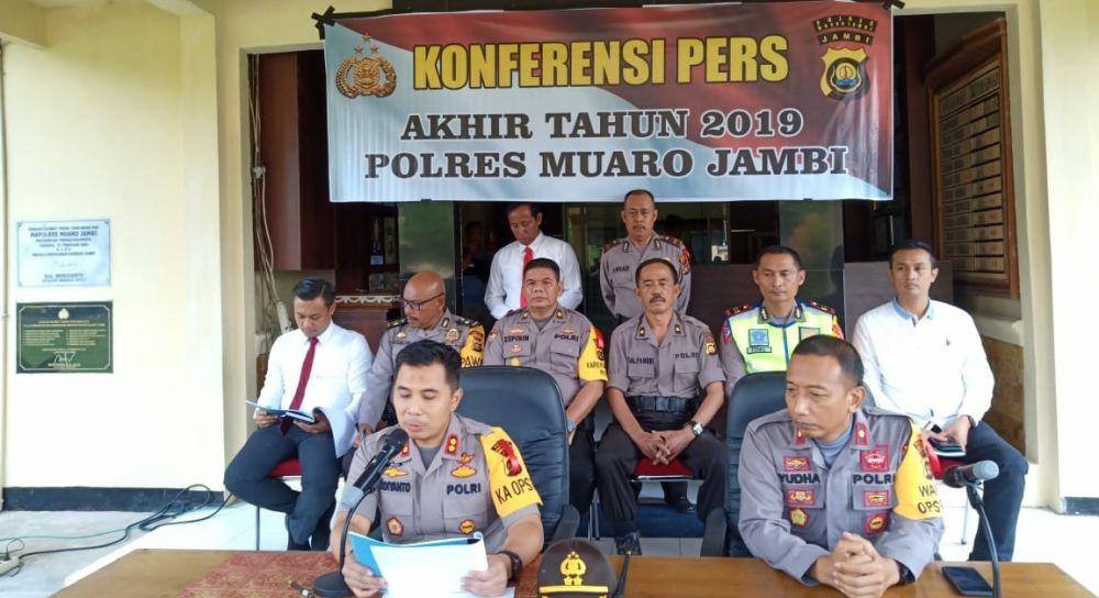 Pers Release yang dilaksanakan di Mapolres Muaro Jambi pada Senin (30/12).