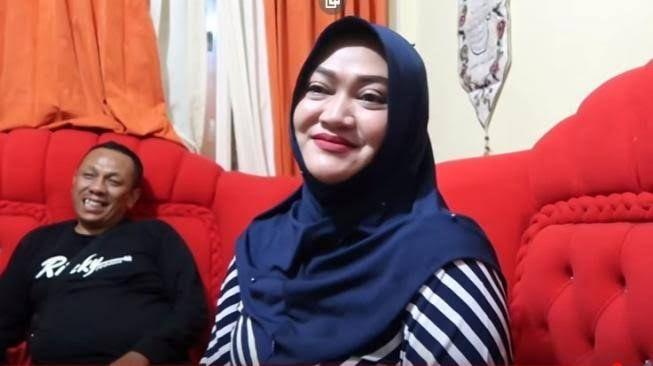 Mantan Istri komedian Sule, Lina.