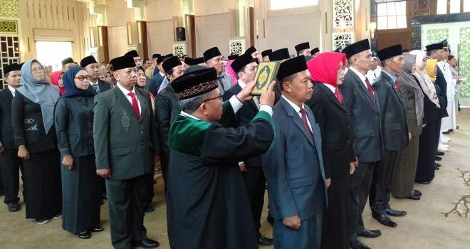 Pelantikan empat pejabat eselon II yang dilakukan Walikota Jambi Sy Fasha di griya mayang rumah dinas Walikota Jambi tersebut merupakan hasil lelang jabatan tinggi pratama 2019 lalu.