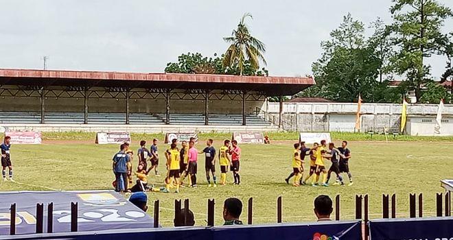 Pergelaran pertandingan Gubernur Cup Jambi 2020 di stadion Tri Lomba Juang KONI Jambi, kembali berlanjut sore ini (9/1).