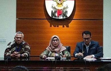 Wakil Ketua KPK Lili Pintauli Siregar bersama Ketua KPU Arief Budiman.