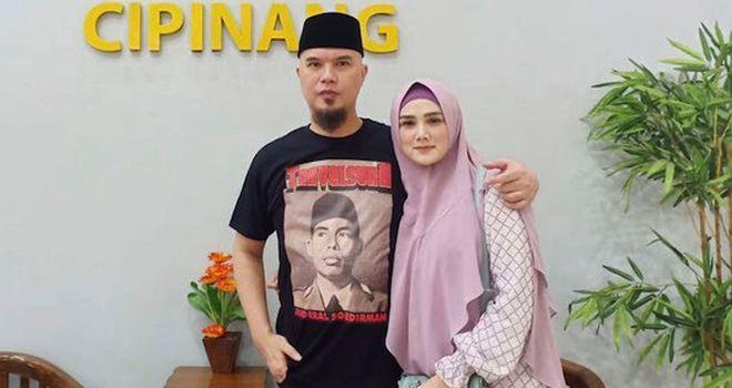 Mulan Jameela saat menjemput Ahmad Dhani di Rutan Cipinang, Jakarta Timur.