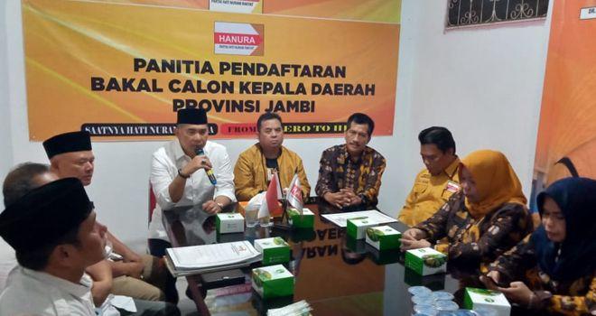 Kedatangan orang nomor satu di Kota Jambi ini langsung disambut oleh Ketua DPD Partai Hanura Provinsi Jambi, M. Yusuf beserta tim penjaringan kandidat.