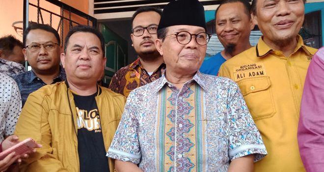 Calon petahana Fachrori Umar, usai mengembalikan formulir pendaftaran penjaringan di DPD Partai Hanura Provinsi Jambi, Rabu (15/1).