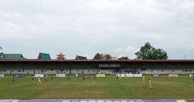 Dibabak kedua, setelah unggul 1-0, PS Kerinci kian gencar melancarkan serangan ke jantung pertahanan Kota Jambi.