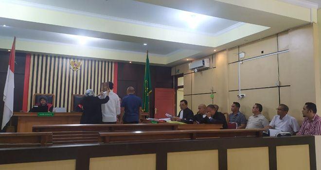 Sidang kasus dugaan korupsi pembangunan gedung Asrama Haji digelar, di Pengadilan Tipikor Jambi. Dalam sidang ini hakim meminta jaksa agar terdakwa dikenakan pasal lain.