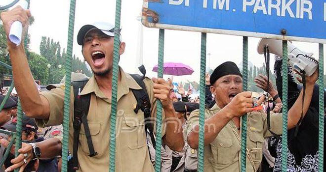 Tuntut Status, Ribuan Guru Honorer Demo Istana Ilustrasi.
