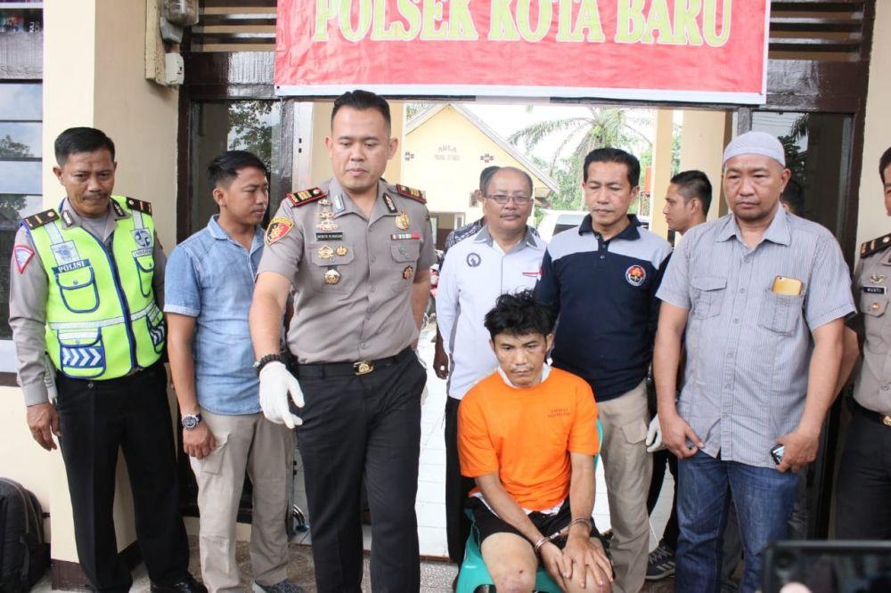 Karena berusaha melawan saat akan ditangkap, DPO terpidana mati terpaksa dilumpuhkan dengan empat tembakan.