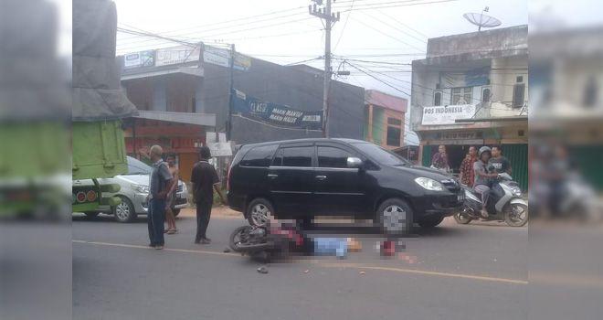 Kecelakaan yang terjadi di Jalan lintas Jambi - Bulian Rt. 07 Desa Mendalo Darat Kecamatan Jaluko Kabupaten Muaro Jambi pada Minggu (26/1) siang sekitar pukul 14.30 WIB.