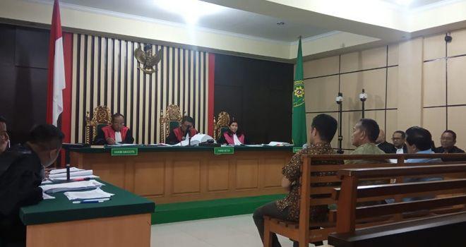 Hakim kembali menanyakan pasal jatah Komisi III sebesar Rp 175 juta, kepada Zainal Abidin dan Efendi Hatta, dimana Efendi menggaku jika uang itu dia jemput bersama Zainal Abidin.