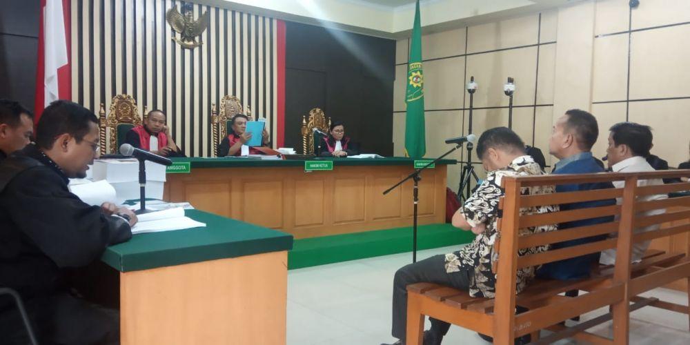 Tiga terdakwa kasus suap uang ketok palu RAPBD Provinsi Jambi yakni Zainal Abidin, Efendi Hatta dan Muhamadiyah memasuki babak akhir, pasalnya sidang yang berlangsung Selasa (11/2).