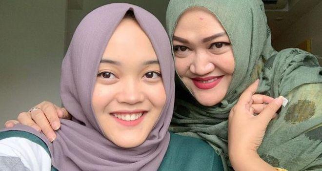 Putri Delina dan Lina Jubaedah.
