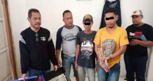 Mantan anggota DPRD Rembang bersama DS, 19, diamankan polisi karena mengonsumsi sabu-sabu di toilet umum di Rembang, Jateng.