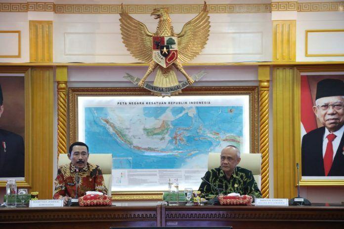 Sekjen Kemendagri Hadi Prabowo memimpin langsung rapat kerja percepatan Penyaluran dan Pengelolaan Dana Desa Tahun 2020 di Kantor Pusat Kemendagri, Jakarta Pusat, Kamis (13/2)
