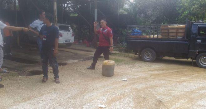 BBM diduga ilegal jenis jenis Premium dan Solar sekitar 3 ton diamankan oleh jajaran Sat Reskrim Polres Tebo.