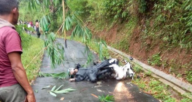 Seorang karyawati Koperasi Mekar Paninggaran, Widia Nahiul Hikmah (21), Kamis (20/2/2020), tewas tersengat listrik di Jalan Dukuh Binangun Desa Werdi Kecamatan Paninggaran.