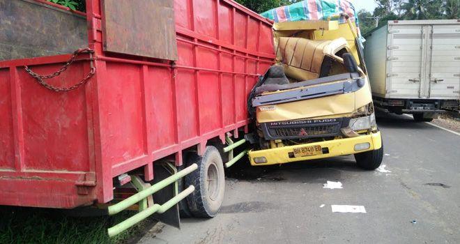 2 Truk PS Adu kambing di KM 35.