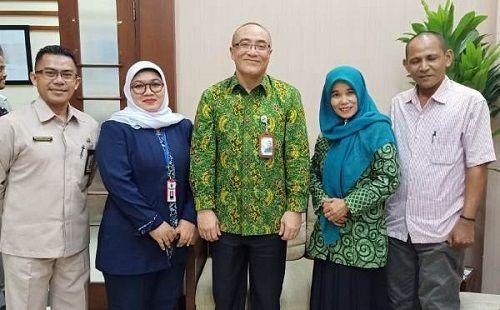 Ketum PHK2I Titi Purwaningsih bersama Korwil PHK2I DKI Jakarta Nur Baitih dan Korwil PHK2I Malut Said Amir bersama Kepala BKN Bima Haria Wibisana (tengah).