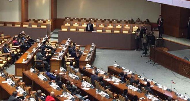 Komisioner KP pengganti Wahu Setiawan diperkenalkan di DPR.