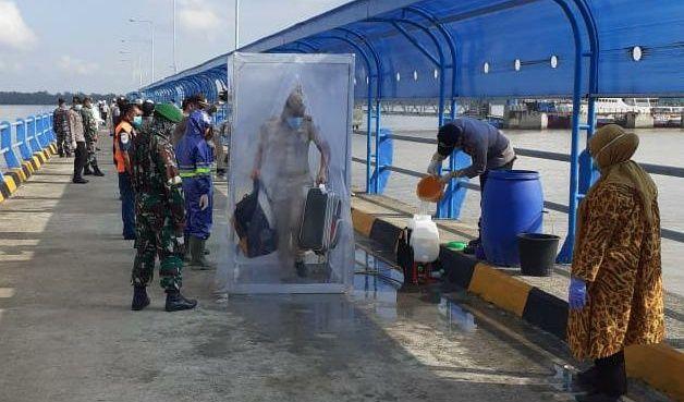 Kedatangan ratusan penumpang dari Batam.