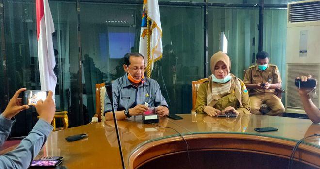 Juru bicara Gugus tugas, Johansyah yang didampingi Kabid P2P Dinkes Provinsi Jambi Eva Susanti.