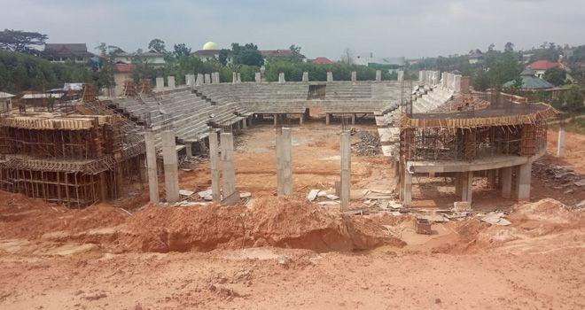 Gedung Auditorium UIN Sultan Thaha Saifuddin Jambi yang mangkrak pembangunannya.