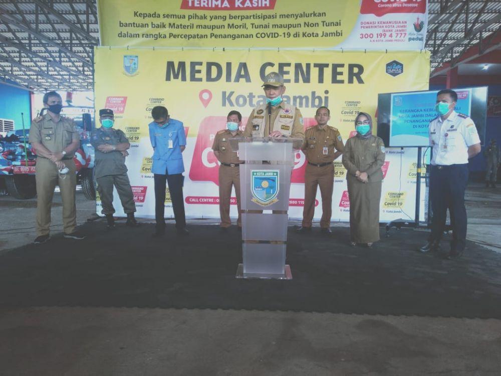 Wako Jambi Sy Fasha mengumumkan penggratisan tagihan PDAM untuk pelanggan PDAM di Kota Jambi.