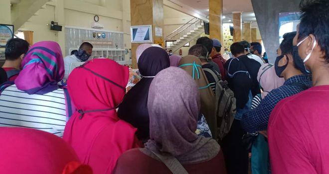 Antusias masyarakat tak terbendung untuk mengurus pelayanan pajak motor di Samsat Kota Jambi.