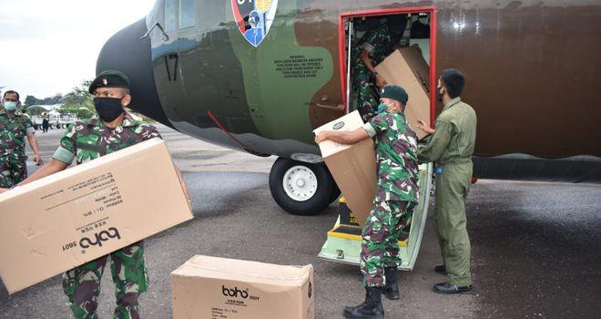 Sebanyak 2.000 Alat Pelindung Diri (APD) mendarat di Jambi, Selasa (7/4).