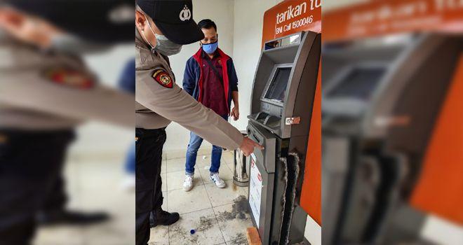 Kondisi mesin ATM yang dibobol seperti ada bekas seperti di bakar.