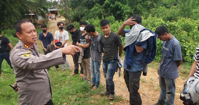Datangi Balai Adat Bungo, Ratusan Masa Warga Lubuk Landai Berhasil Dihadang Polisi.