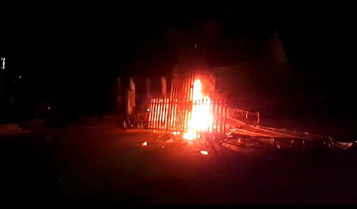 Pembakaran Posko Covid 19 di Merangin.