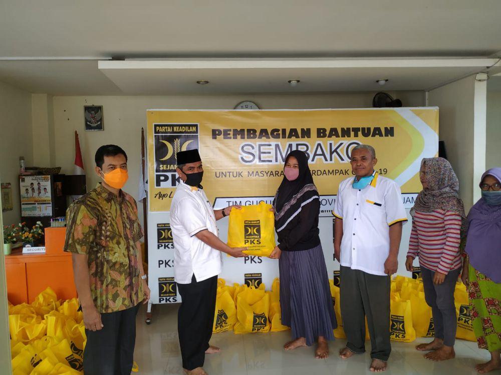 PKS Jambi Salurkan Rp. 774 Juta Lebih Bantuan untuk Penanganan Covid-19.