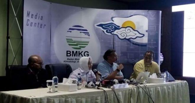 BMKG memberikan keterangan pers terkait Tsunami Selat Sunda, Senin (24/12/2018).