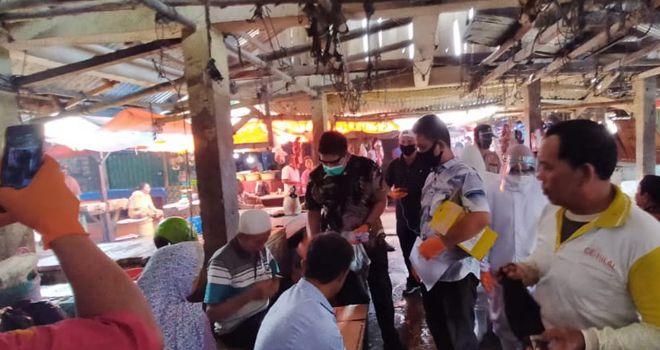 Kamis (28/5), Dinas kesehatan Sarolangun melakukan Rapit tes kepada para pedagang di pasar atas Sarolangun.