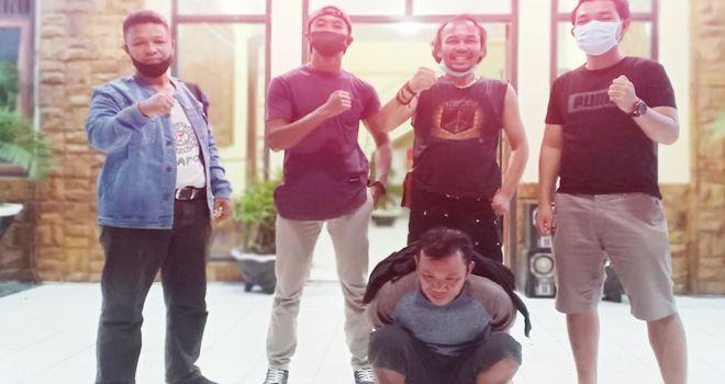 Hendra Gandi (34), warga Dusun Temengung RT 03, Desa Pondok Agung, Kecamatan Pondok Tinggi, Kota Sungai Penuh, yang merupakan oknum preman pasar, diringkus oleh Satres Narkoba Polres Kerinci.