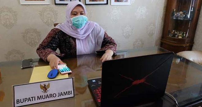 Bupati Muaro Jambi Hj Masnah Busro SE.
