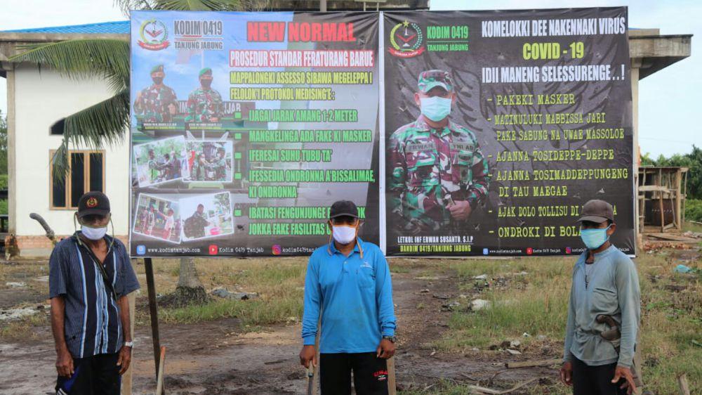 Tokoh Masyarakat Labuhan Pering Apresiasi Pemasangan Banner New Normal oleh Satgas TMMD.