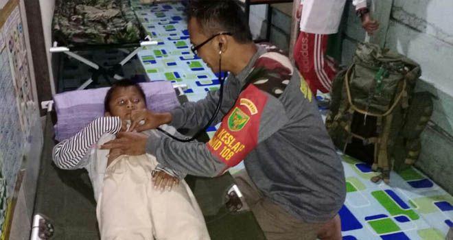 Tim Kesehatan TMMD Kodim Tanjab Keliling Sambangi Rumah Warga
